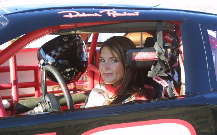 25 Most Beautiful Female Race Car Drivers - Yeah Motor