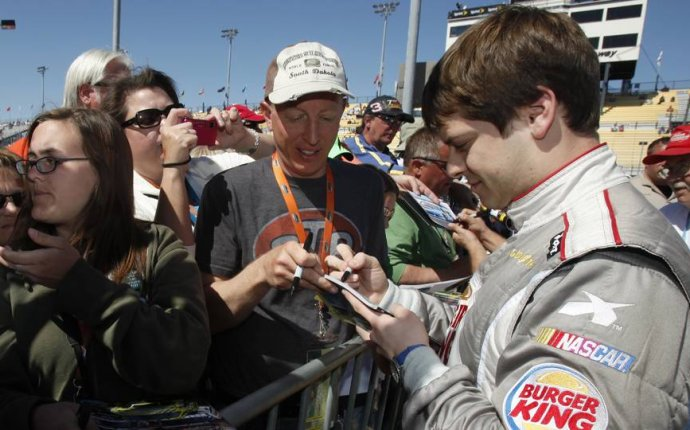 How much does a struggling NASCAR driver make? | NASCAR | Sporting