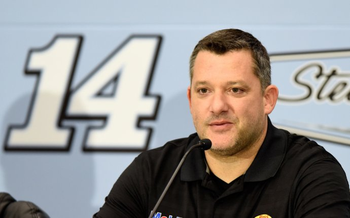 NASCAR drivers, fans react to Tony Stewart s retirement