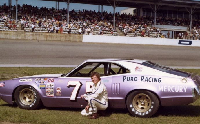 Retired NASCAR driver Dick Trickle dies of apparent self-inflicted
