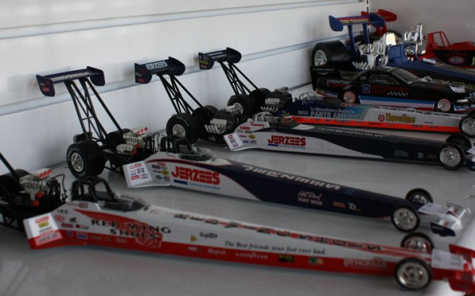 Diecast Drag Race Cars